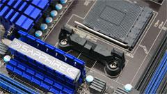 Sapphire Pure Black 990FX: socket AM3+ con 6 slot 16x