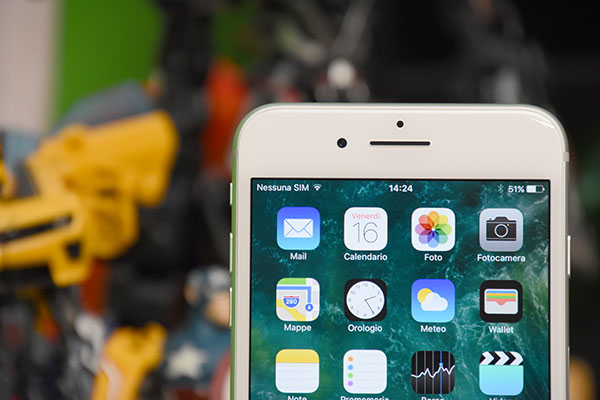 IPhone 8 potrebbe avere uno schermo curvo e senza bordi