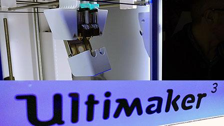 Ultimaker 3 rivoluziona il doppio estrusore: ora è basculante