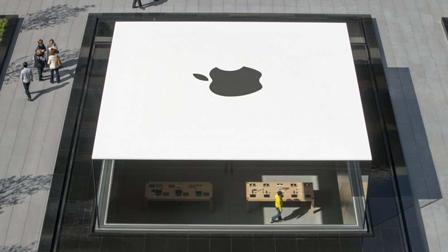 Apple, chiude il cinema Apollo a Milano. Un futuristico Apple Store prenderà il suo posto