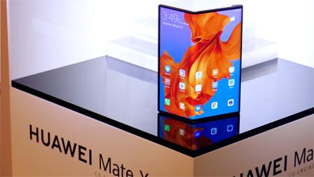 Huawei Mate X: il primo contatto dal vivo lascia ancora qualche dubbio | VIDEO