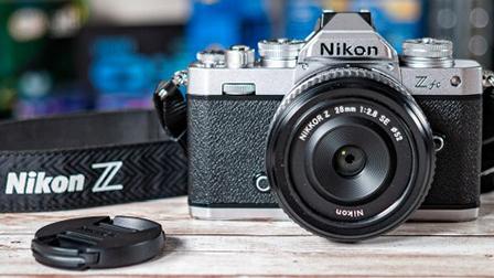 Nikon Z fc: bella e possibile. Ma non perfetta. La recensione
