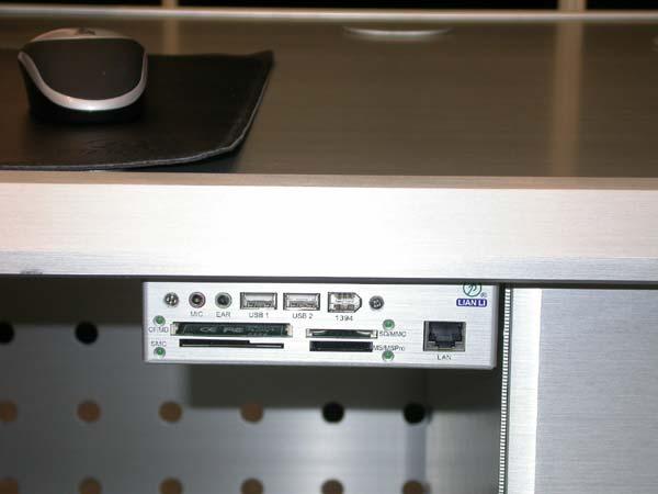 Computex 2005 case alimentatori e dissipatori pagina 7 for Ascensore sotto la scrivania