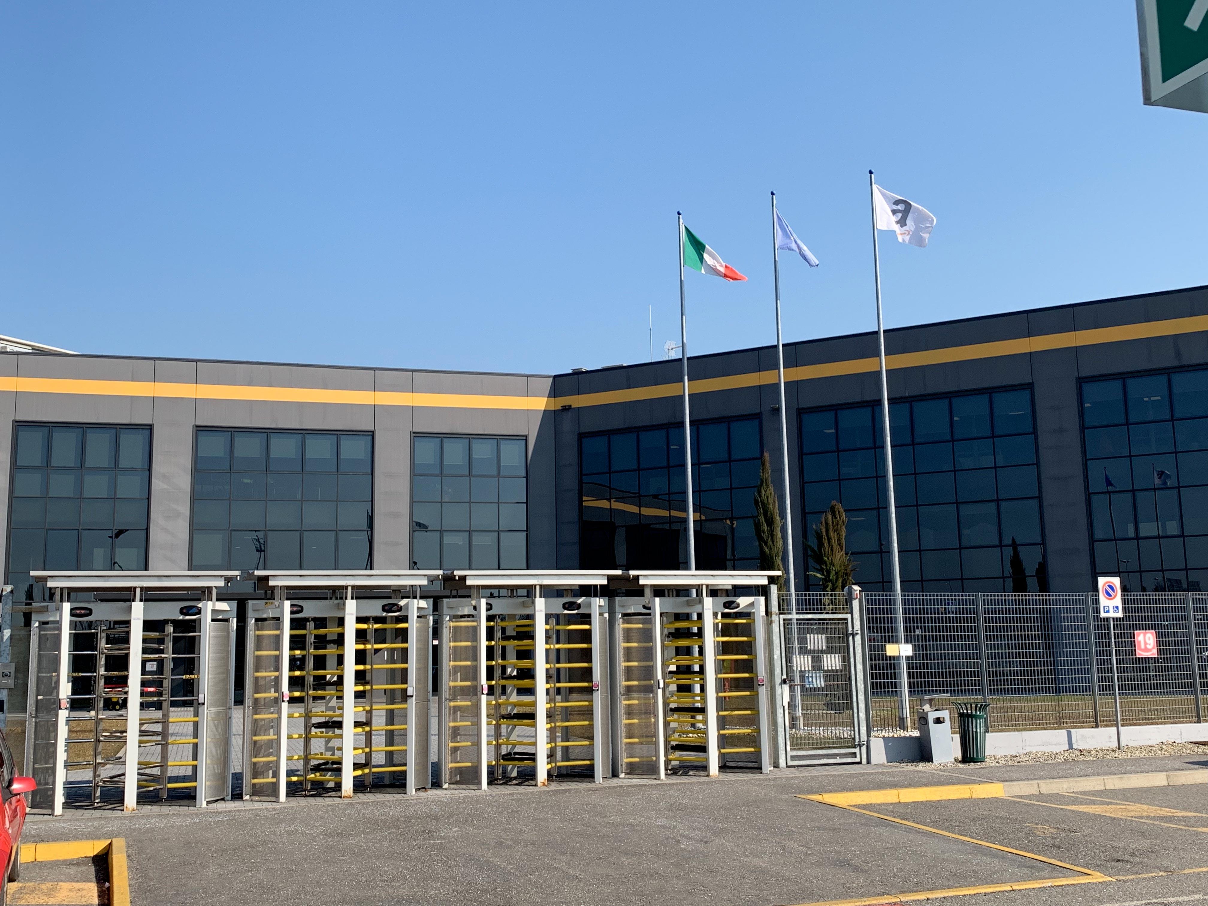 Amazon Italia Ecco Come Funziona Il Magazzino Grande Come 11 Campi Da Calcio Hardware Upgrade