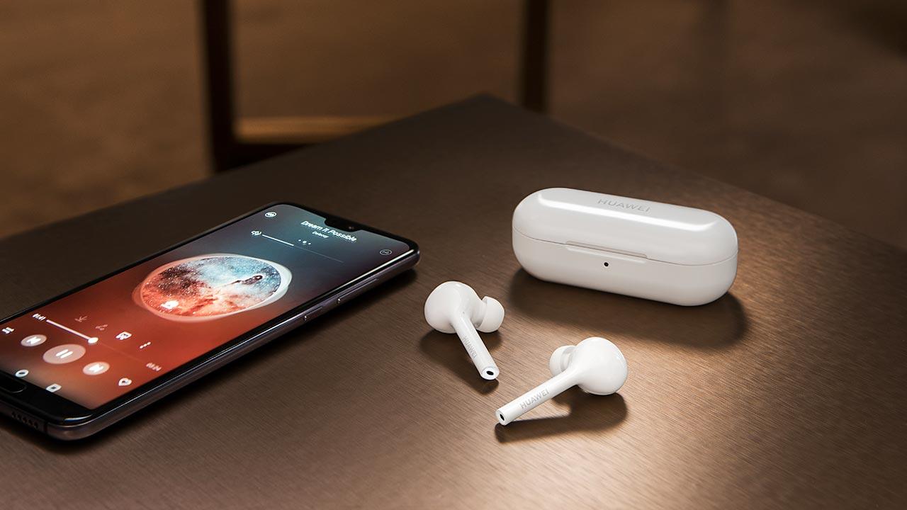 Huawei presenta le nuove FreeBuds Lite. Resistenti alla pioggia e con sistema noise cancelling avanzato