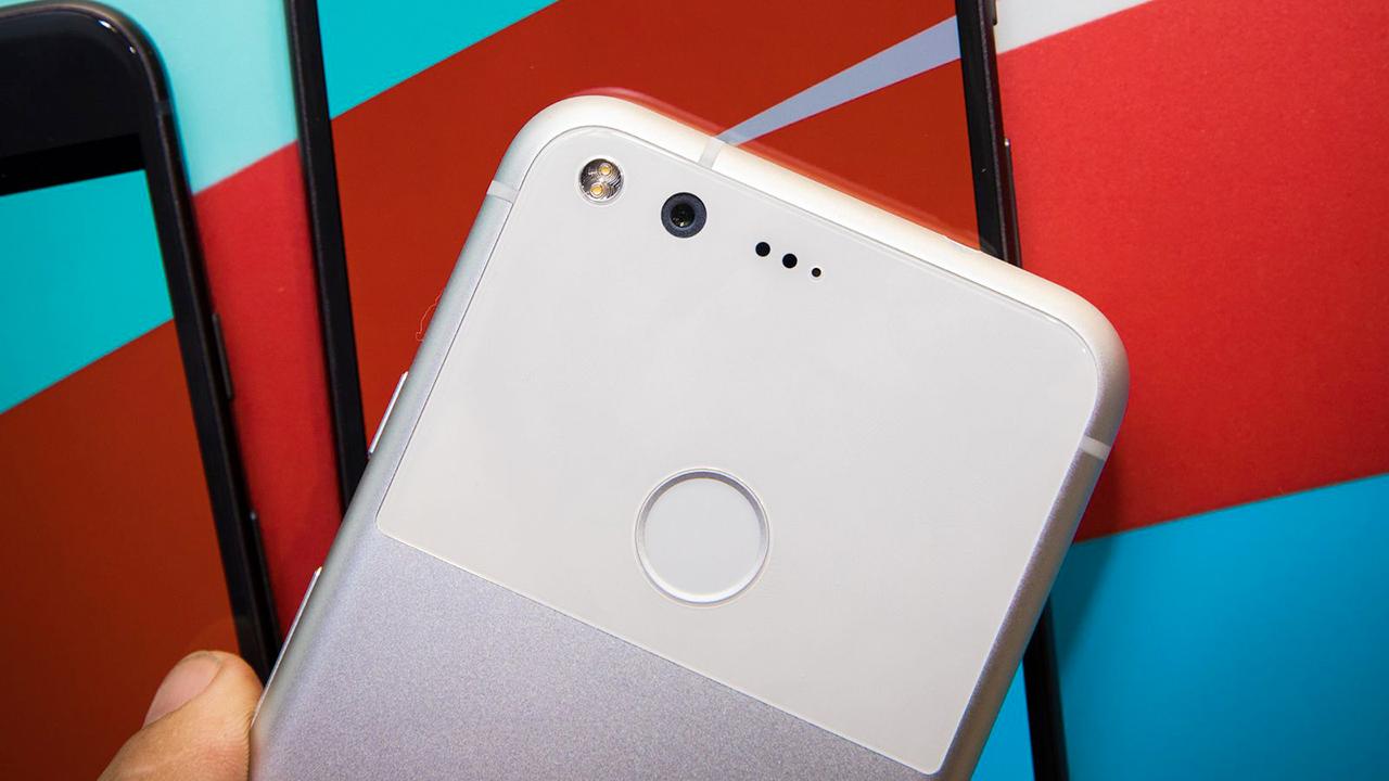 """Google Pixel si aggiorna ricevendo il doppio tap e il """"raise to wake"""""""