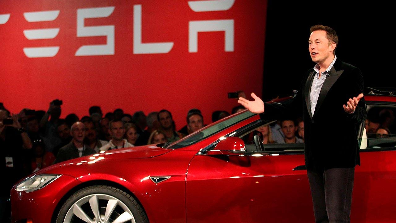 Musk e l'uscita di Tesla dalla borsa: c'è di mezzo il fondo sovrano Saudita