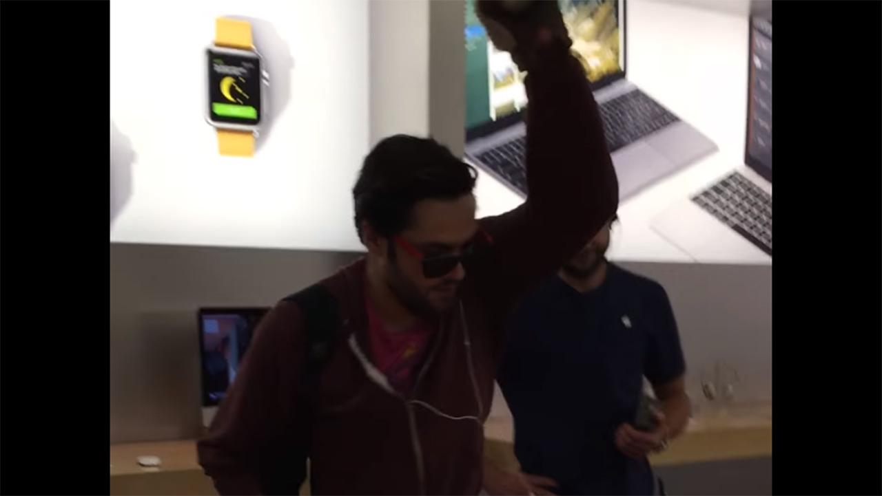 Utente infuriato spacca tutto in un Apple Store: il video dell'accaduto