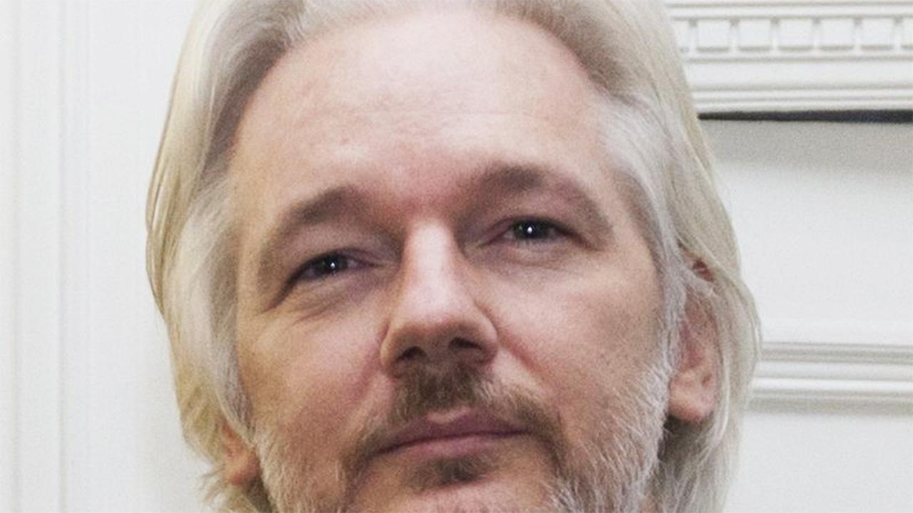 Arrestato Julian Assange: il fondatore di WikiLeaks finisce 'ulteriormente' in manette