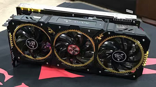 Grossa, pesante e da 4 slot d'ingombro: è la nuova GTX 1080 di Colorful