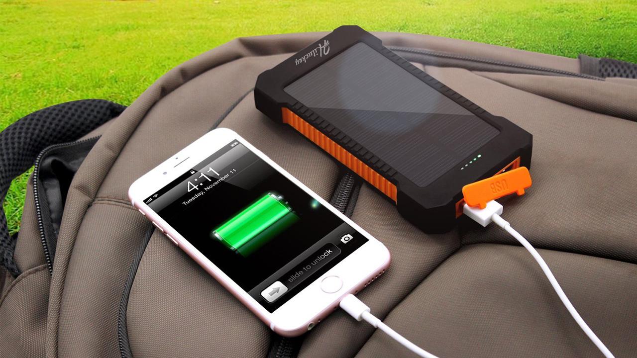Caricabatterie solare da 10.000 mAh a soli 16,99 euro in offerta a tempo su Amazon!