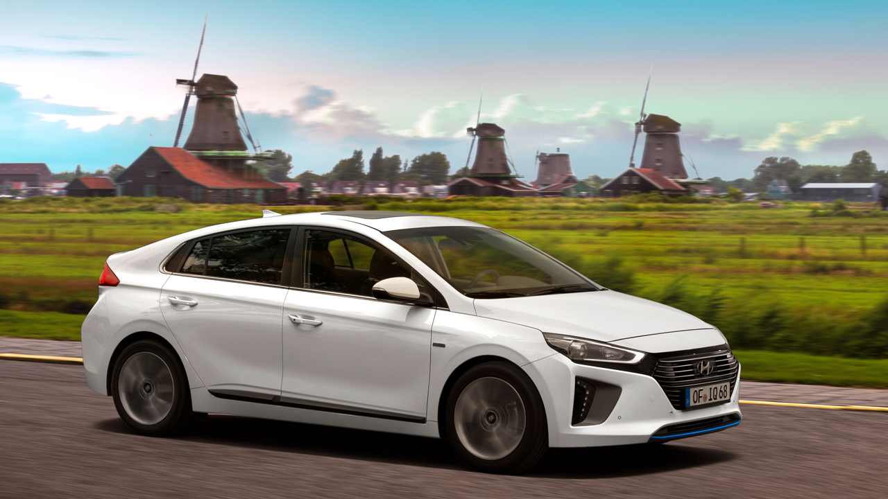 La mobilità sostenibile si fa in tre con Hyundai IONIQ