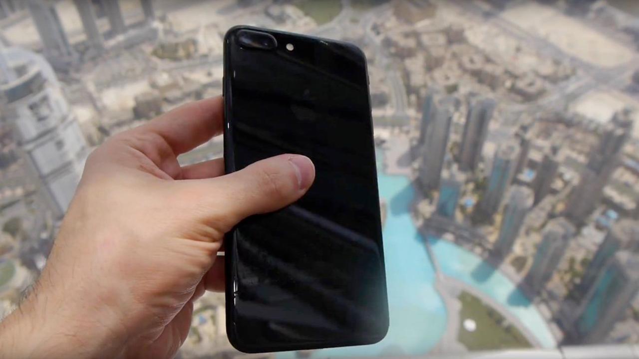 """iPhone 7 Plus """"lanciato"""" dal grattacielo più alto del mondo. Ecco il video"""