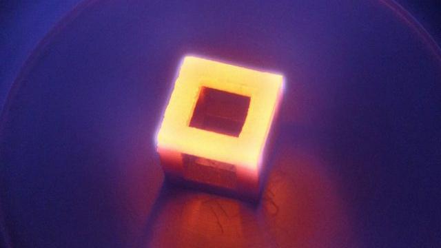 Nanodiamanti per le protesi in titanio stampate 3D: la biocompatibilità migliora