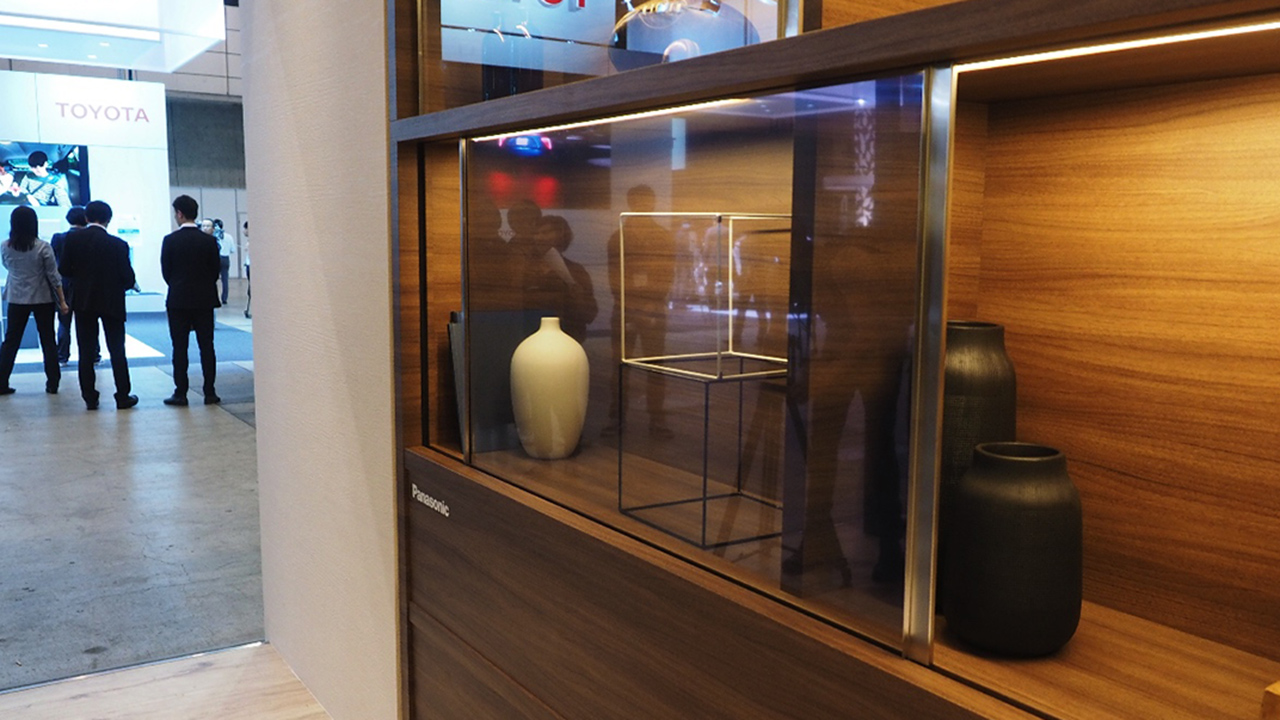 Da Panasonic un TV del tutto invisibile, fino a quando non si accende