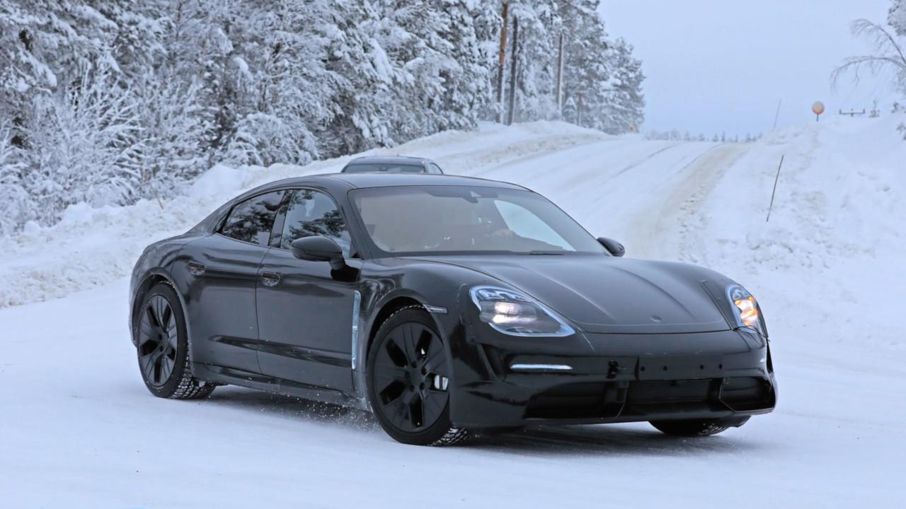 Porsche Taycan, prototipi della super sportiva elettrica impegnati in test su strada