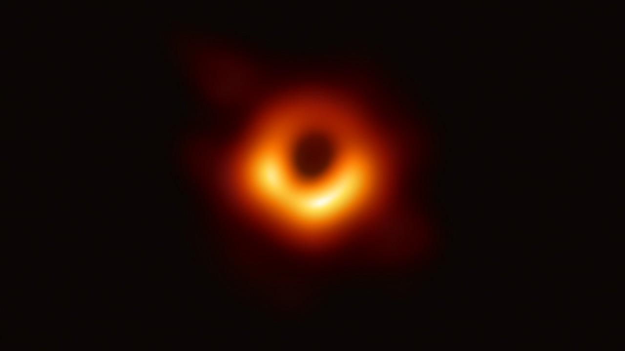 Storica prima immagine di un buco nero: ma è quello di M87!