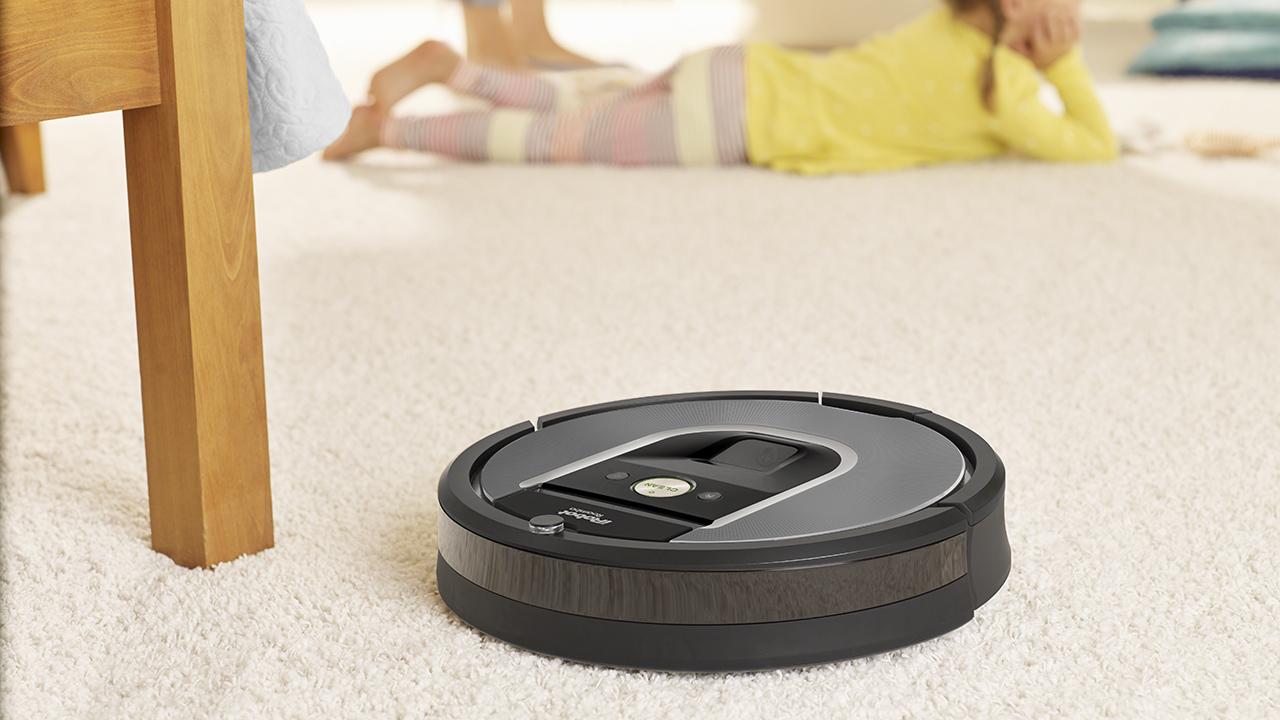 iRobot Roomba 960: il robot che aspira la polvere e spazza i pavimenti senza fiatare