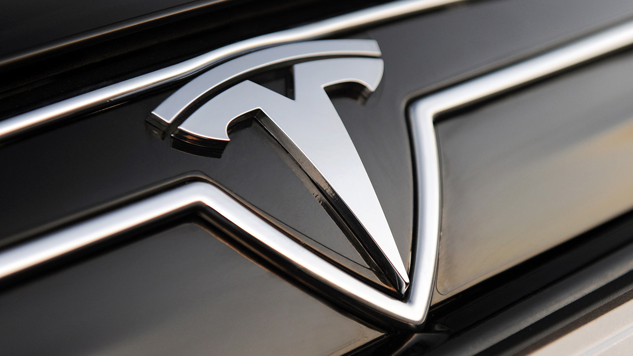 Tesla spiega il significato del logo (la T non c'entra nulla