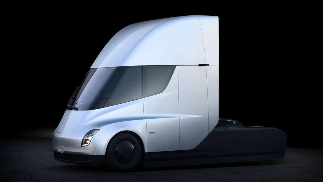 Tesla Semi: il camion elettrico di Elon  …