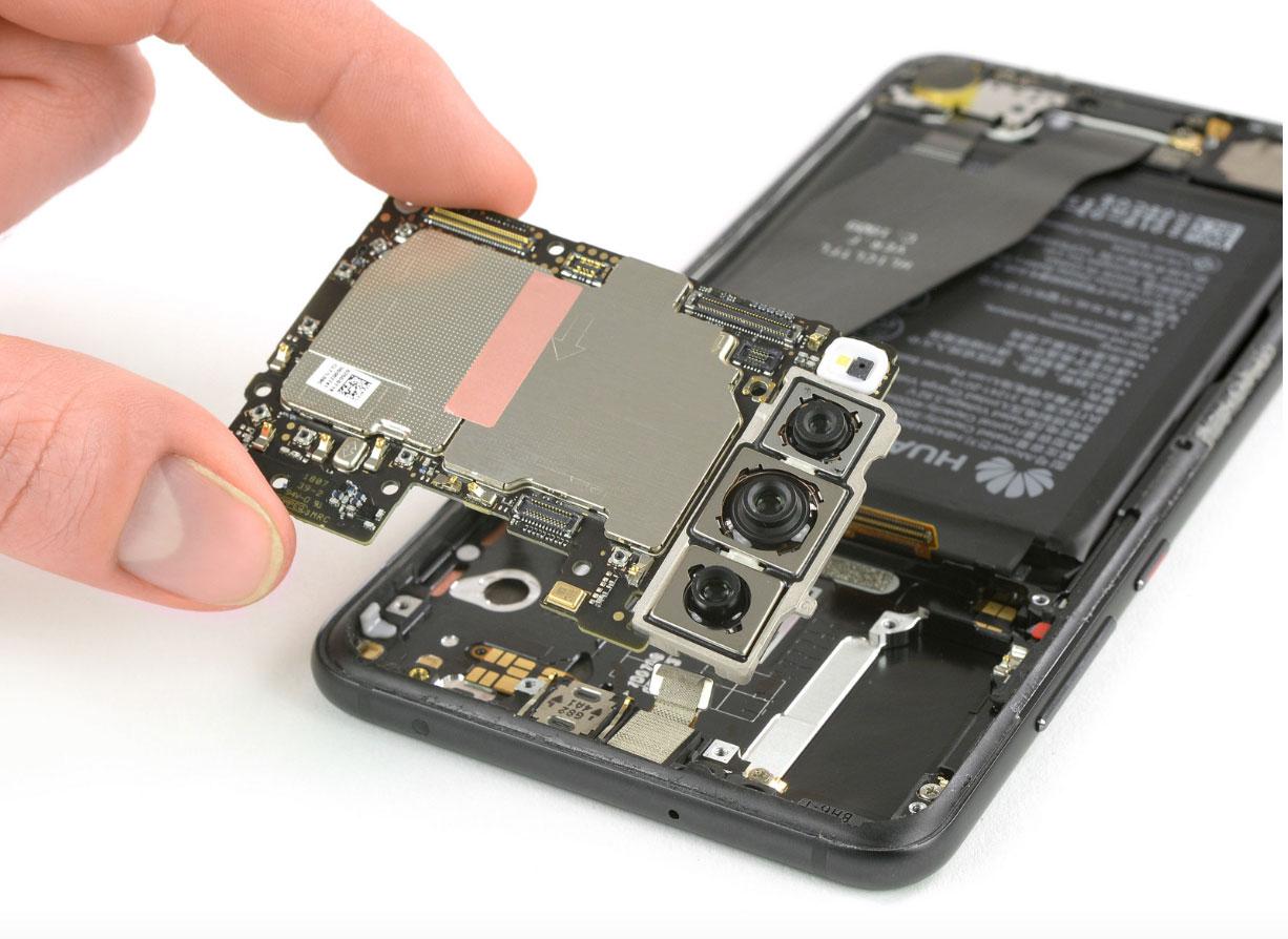 Huawei P20 Pro: iFixit lo smonta completamente e mostra la