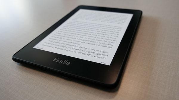 073b83fe50eb5f Da sottolineare anche la possibilità per gli utenti di poter acquistare  anche tanti accessori come la custodia che si apre come la copertina di un  libro o ...