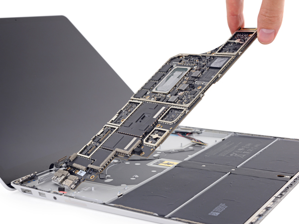 Teardown Surface Laptop: iFixit rivela quanto sia impossibile da riparare