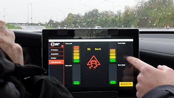 5G assisted driving