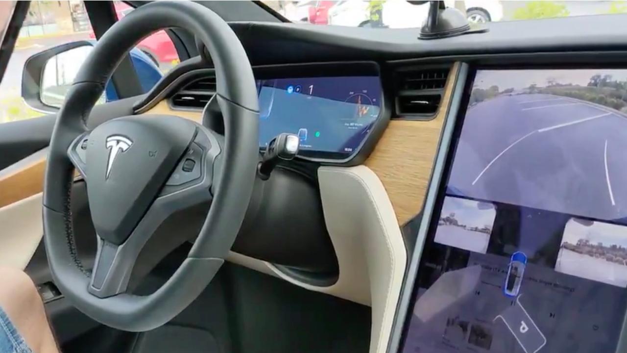 Tesla-Autopark_720.jpg