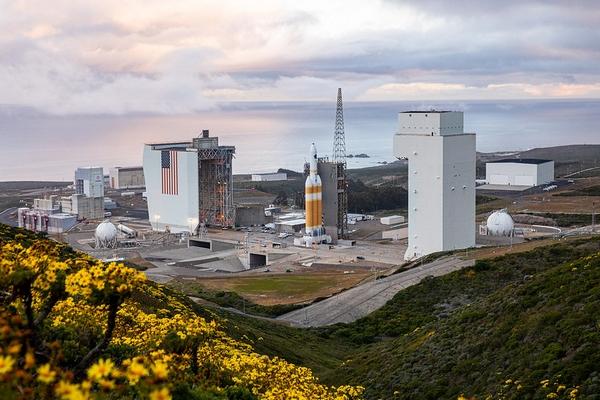 ula delta iv heavy launch