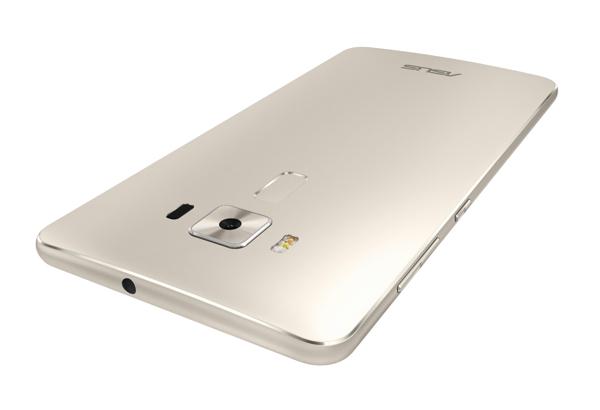 ASUS Zenfone 3, tre smartphone in vetro e metallo