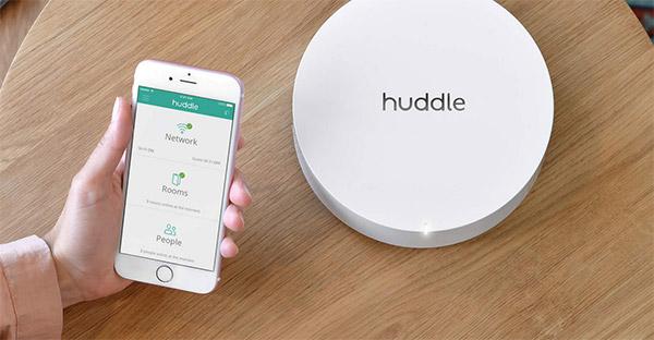 huddle_2.jpg (52604 bytes)