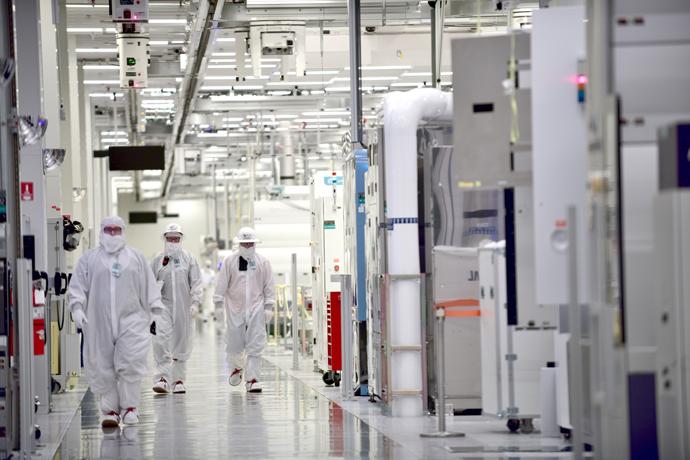 intel_manufacturing_123.jpg