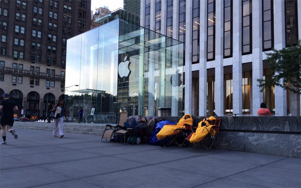 File fuori agli Apple Store, New York