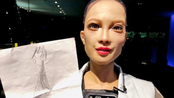 Sophia, il primo robot androide che ha sviluppato un senso di maternità