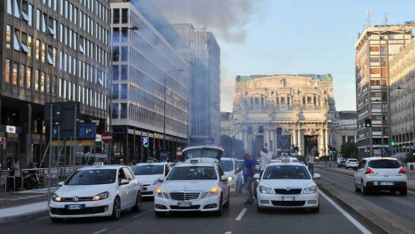 Tassisti in protesta a Milano