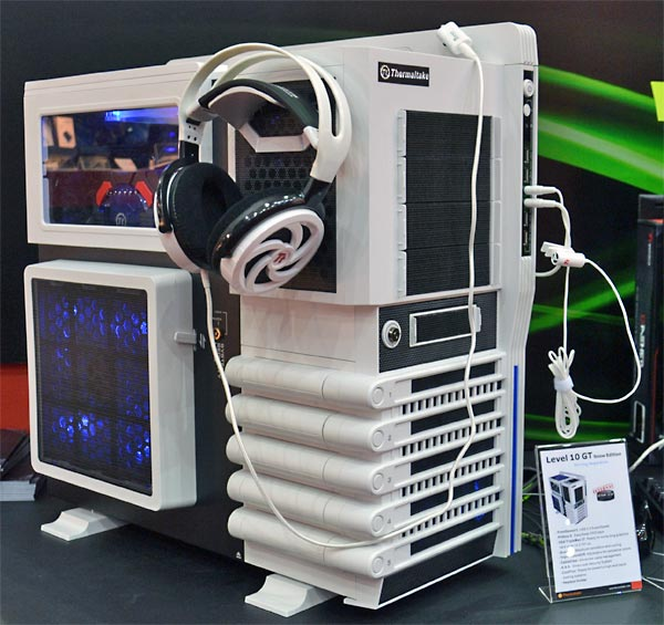 thermaltake_ct2011_3.jpg (66513 bytes)